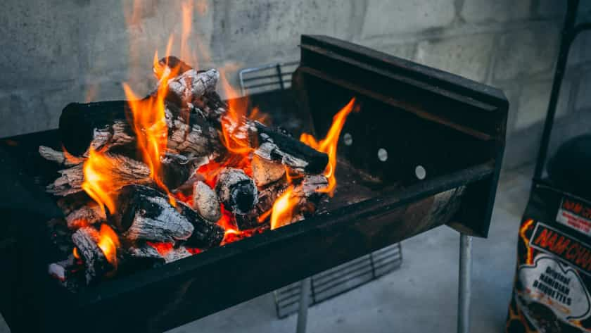 Step by Step Instruction on How to Put Out a Charcoal Grill